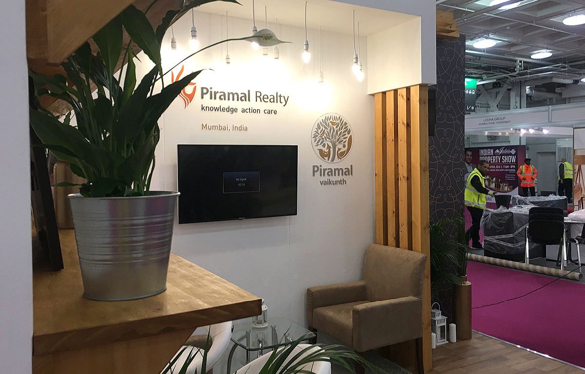 Piramal Reality exhibition stand (2)